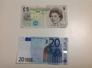 image(ポンド・ユーロの紙幣)400